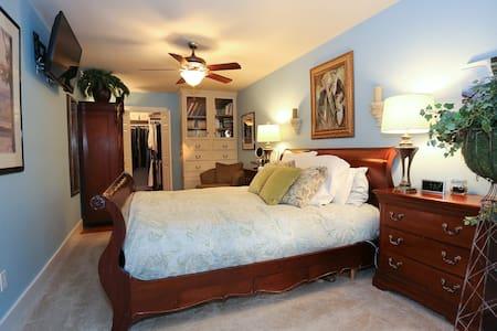 C Street Cottage - Grace's Room - Bentonville - Ev