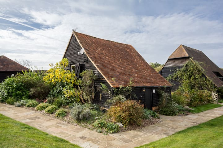 Beautiful Rose Cottage Barn on a farm in Surrey