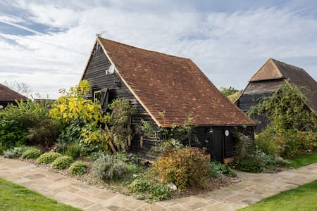 Rose Cottage Converted Barn Surrey - Cobham