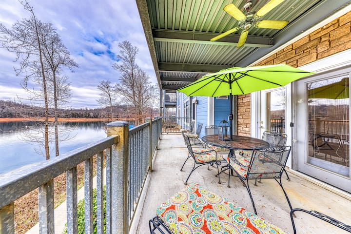 Expansive dog-friendly condo w/ lake views, shared pool, hot tub, & dock access!
