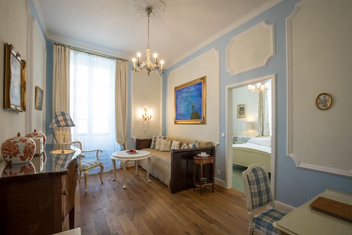 """Hotel """"Der Kleine Prinz"""", (Baden-Baden), Familien Suite mit Whirlpool-Badewanne und WC"""
