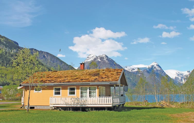 Holiday cottage with 2 bedrooms on 67 m² in Fjærland