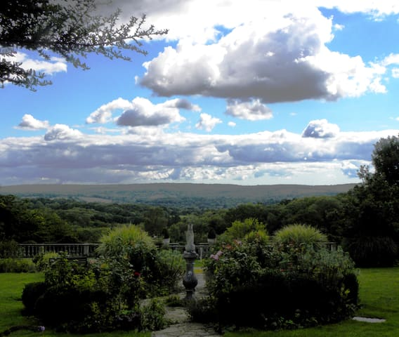 Enjoy the loveliest views in Sussex - Ashurstwood - Rumah
