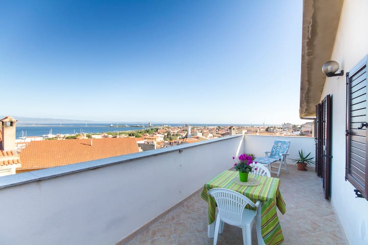 Cozy attic w/ stunning view - Sant'Antioco