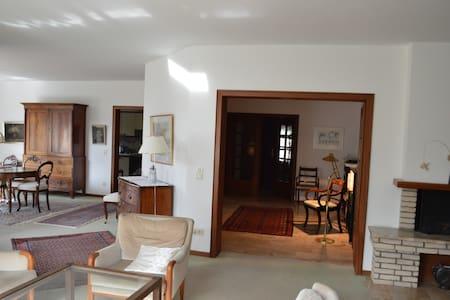 Doppelzimmer in Villa Hamburg-Wellingsbüttel - Hamburg