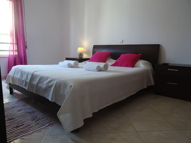 Emilya Room! Stay in Quality Comfort in Faro