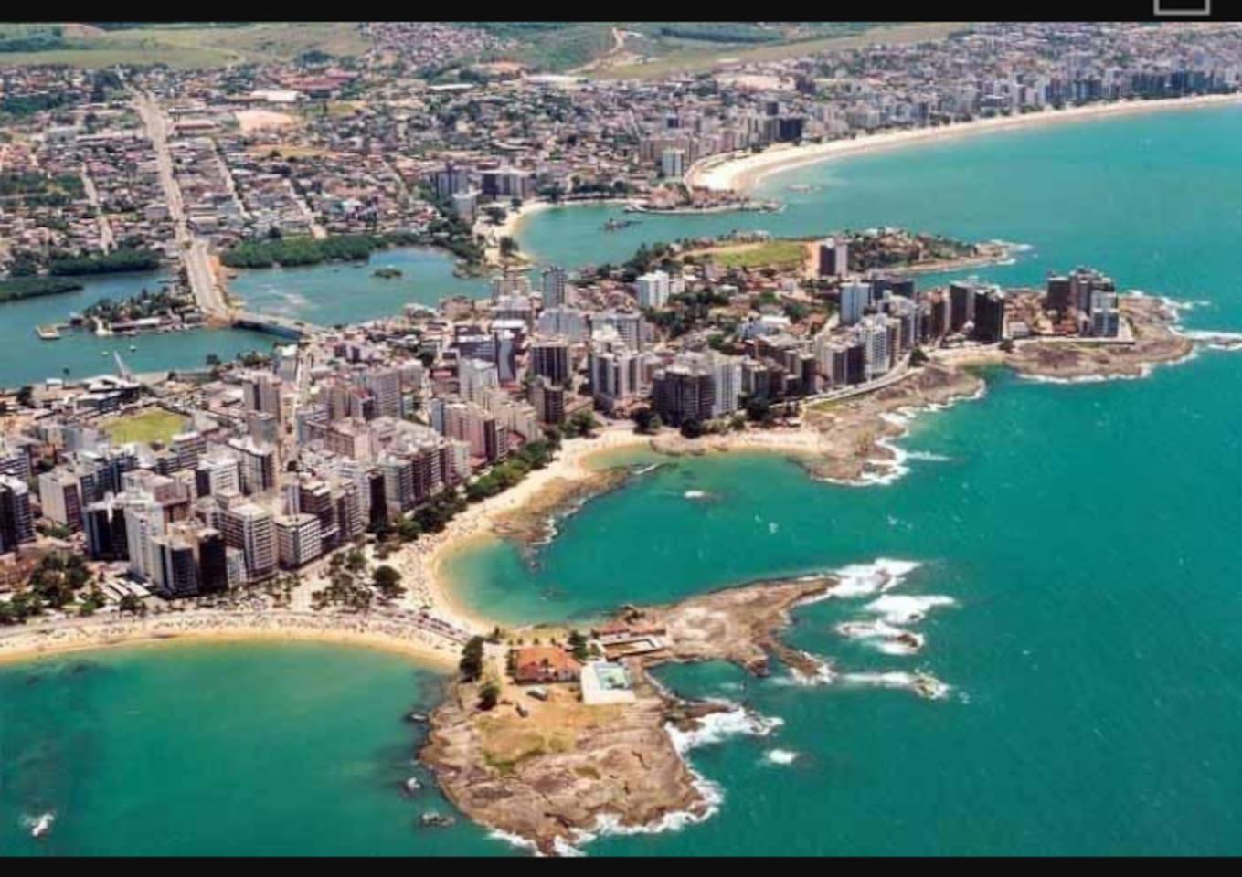 Da direita para esquerda, Praia da Areia Preta, Castanheiras e Praia do Morro.