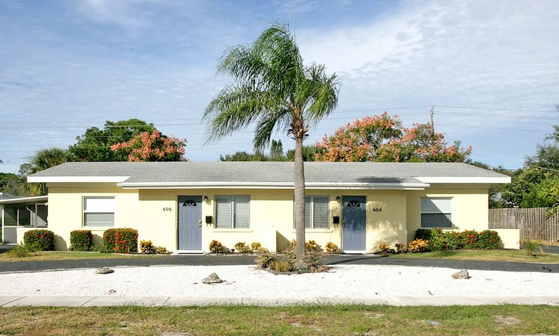 Harbor Duplex, 3 Bedrooms, Walk to Beach, WiFi, Sleeps 8, Walk to Beach