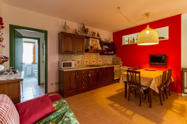 Tulipano 2 Bdr with Private Garden - Sughera - Apartamento