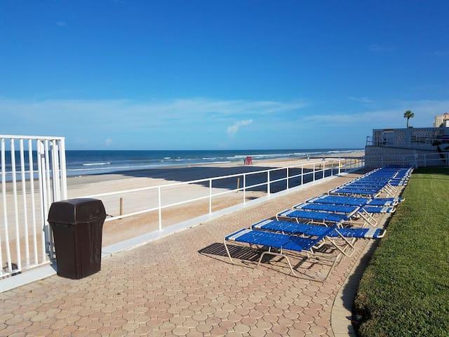 Stunning Ocean Views - 1 bedroom beach condo