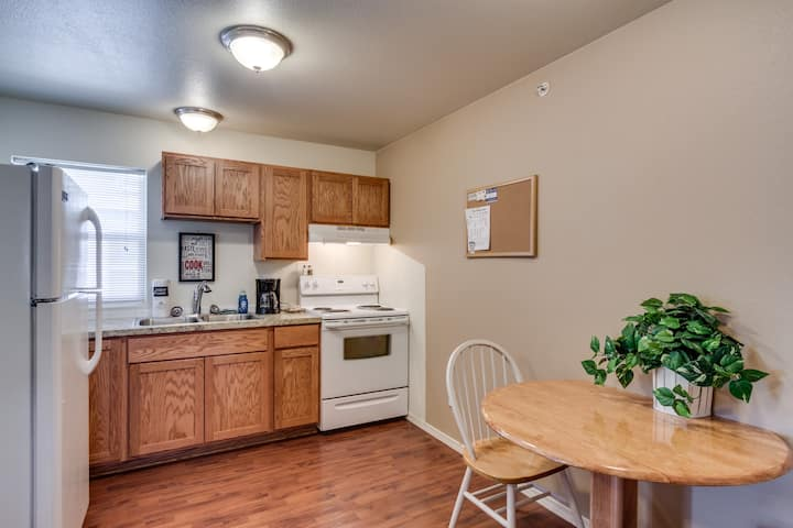 Maple Leaf Manor Furnished Apartments - 1 Bedroom Queen Suite