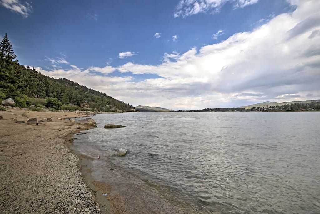 Enjoy the convenience of walking to the lake, located only 15 minutes away.