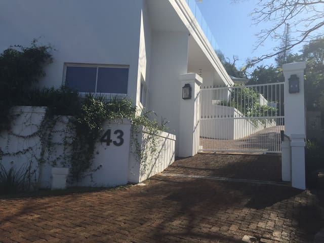 Self contained One Bedroom Flatlet - Durban North - Appartement