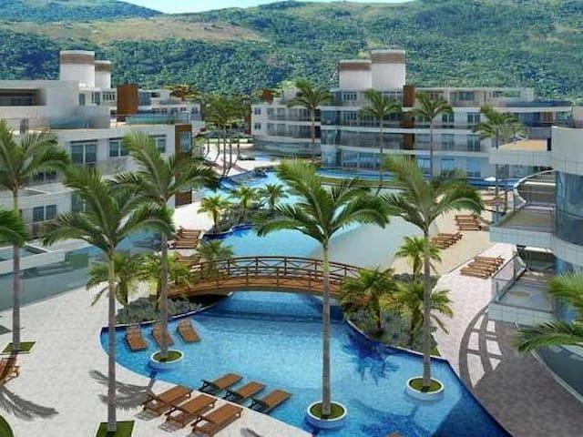 Apartamento em condomínio de luxo em frente ao mar