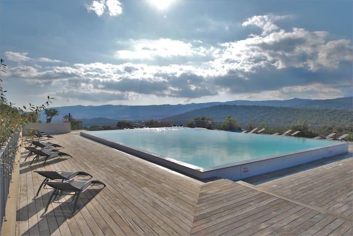 Villa en pierres piscine 1km plage