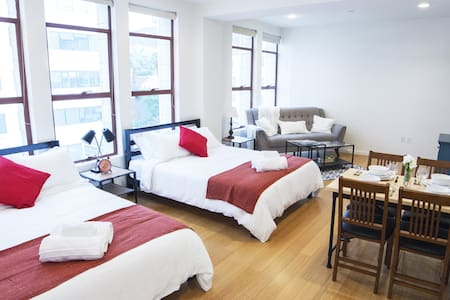 BRAND NEW Loft - Hollywood Walk of Fame - 2 QUEENS - Los Angeles