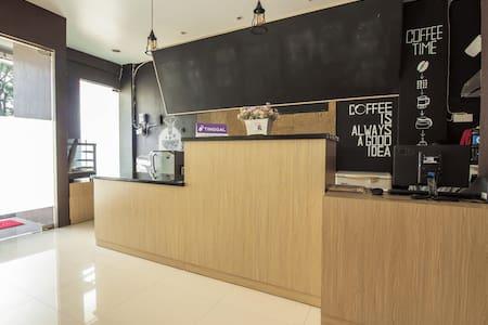 Tinggal Standard Raya Bogor KM 42 - Bogor - 住宿加早餐
