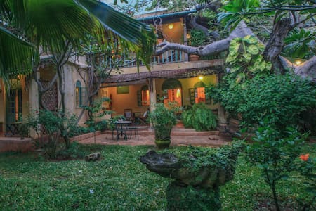 Baobab Cottage with garden, 5mins walk to beach