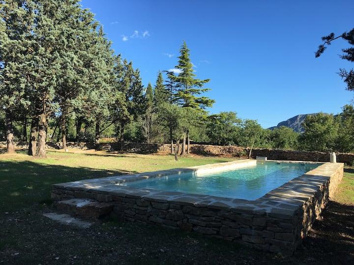 Pic st loup gites de groupe avec grande piscine