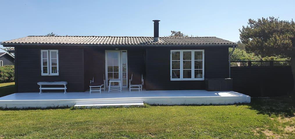 Sommerhus på stor grund. Nørlev Strand, Skallerup.