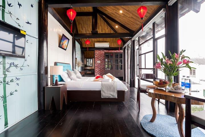 ☆Private Balcony Suite ☆Traditional Wooden Villa