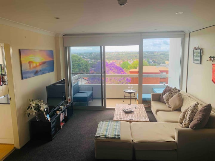 Beautiful 2 bed apartment! Only 10 min from CBD