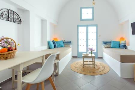 Kamari Traditional House | Kamares No.1