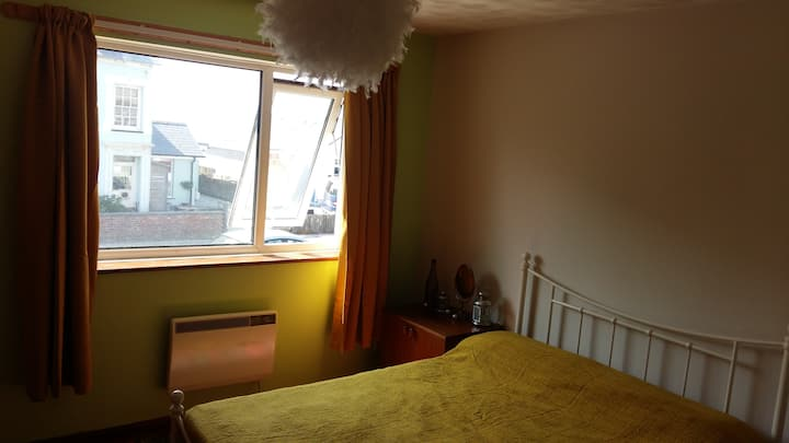 Cosy double room next to the beach (v)