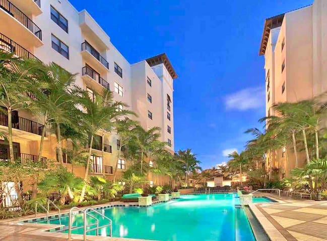 1KING+SOFA BED Resort Style ★ Dwntwn Ft Lauderdale