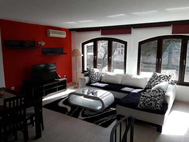 Luxurious 2 level, three bedroom home, Zvezdara. - Beograd - บ้าน