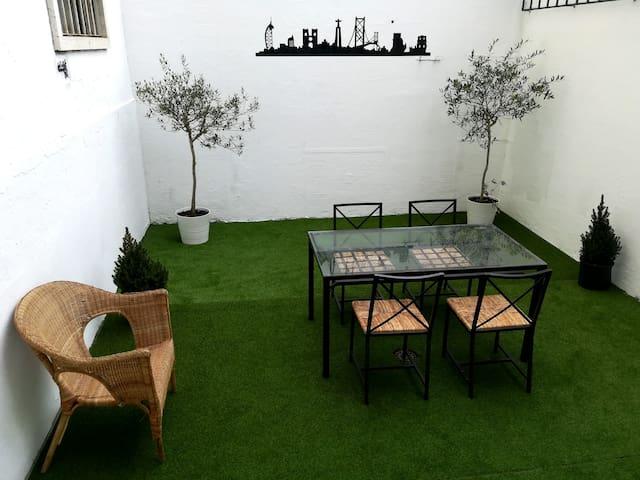Lisbon vintage 60's apartment. NEW!
