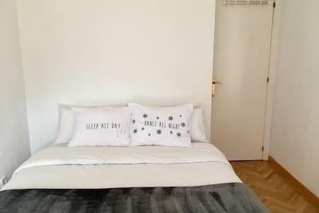Habitación en piso familiar - Boadilla del Monte - Apartament