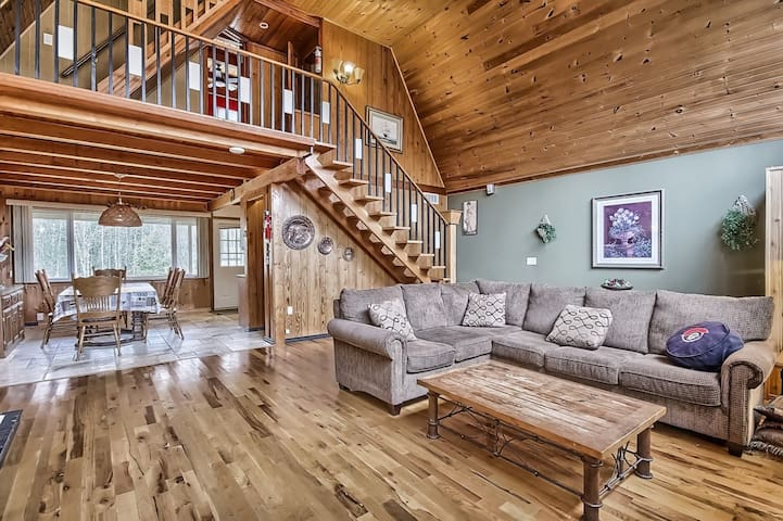 Waterfront Cozy 4 Bedroom Chalet - Kawartha Lakes - Kabin