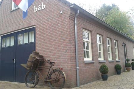 BEDENBREAKFASTHET LOO rolstoelkamer - Bergeijk