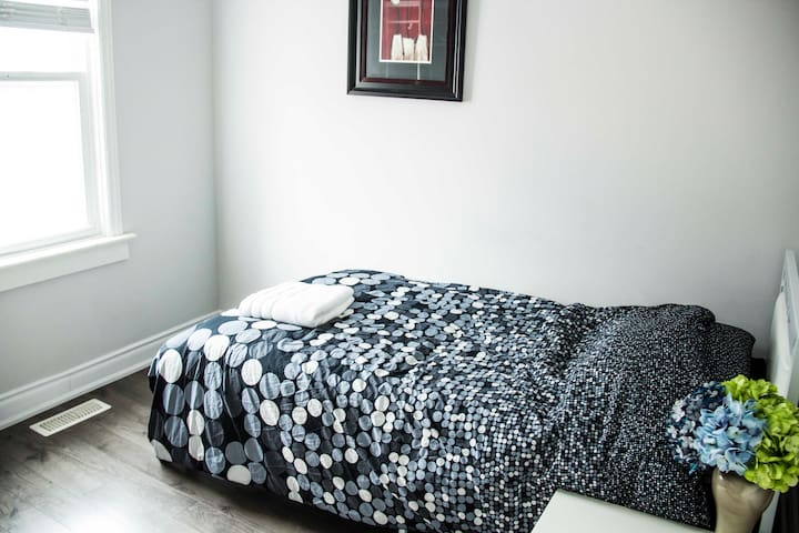 Private & Modern room in Leslieville Toronto