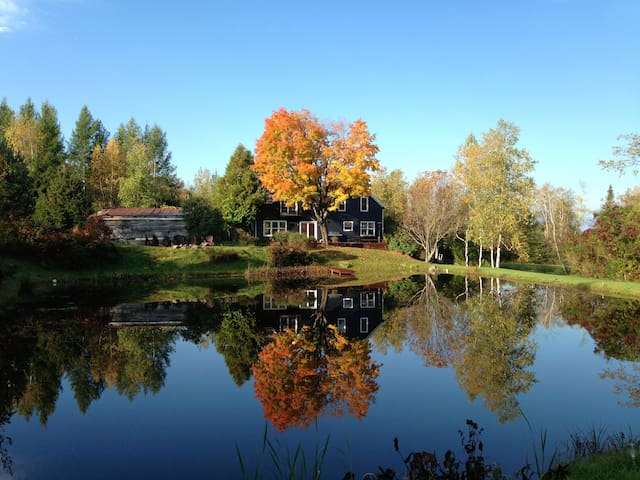 Stunning Country Home with Pond - Bolton-Ouest