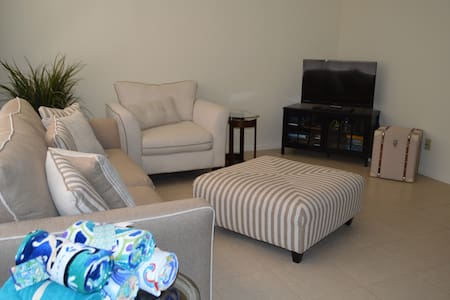 Condo W Pool Old Naples 2 Bed 1Bth