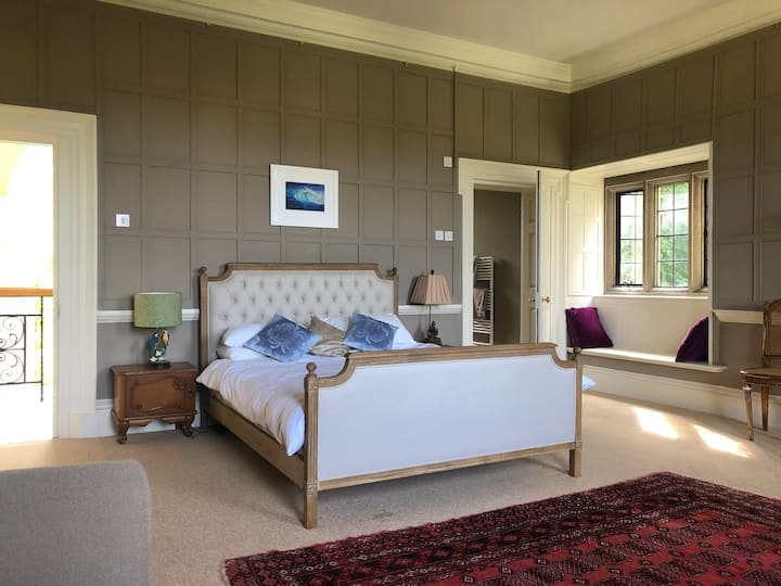 Beautiful double bedroom in historic Manor House.