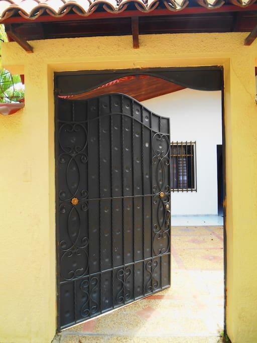 La puerta principal - main gate