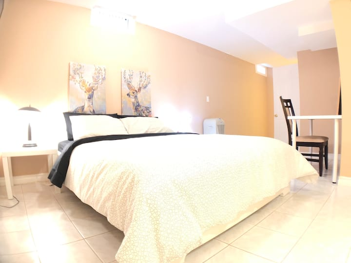 Entire suite near Airport w/ parking & Private Wsh