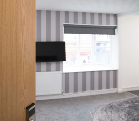 Close to M25, Comfortable Double Room.