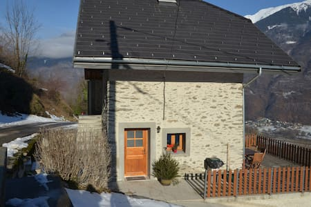 Petite maison calme avec terrasse.