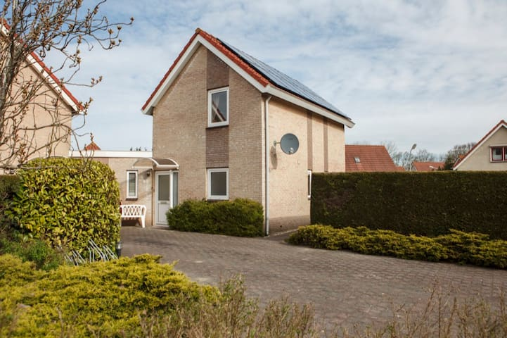 Mooie 6 persoonsbungalow dicht bij het strand Mo83 - Ouddorp - House