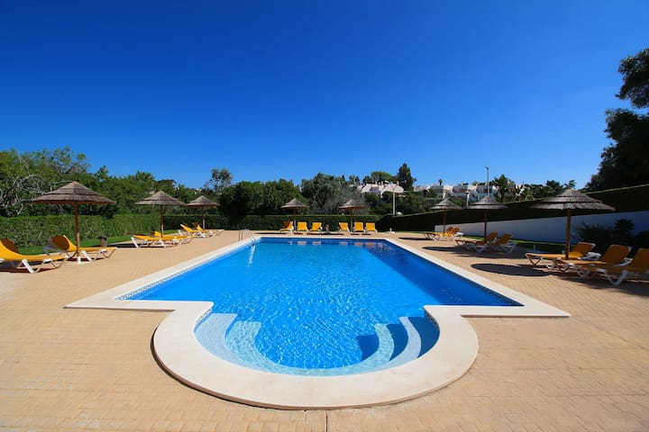 Townhouse Mia, Panoramic views of countryside, 2 Bedroom, Sleeps 6, Air-con & Communal Pool