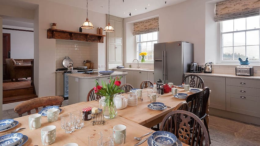Cnewr Farmhouse sleeps 16 in Brecon Beacons