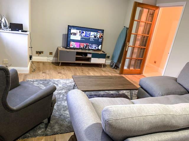 amazing room wz private bath 5 MIN to CENTRAL LON