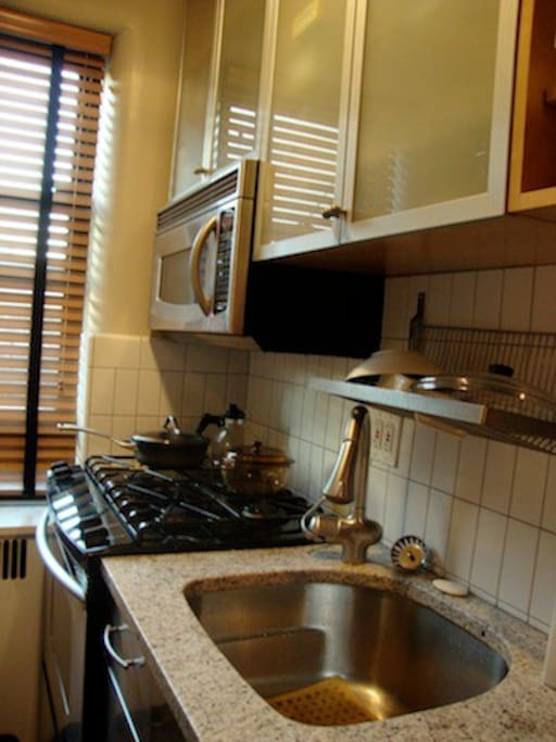 Studio apartment in astoria nyc apartments for rent in for Aki kitchen cabinets astoria ny