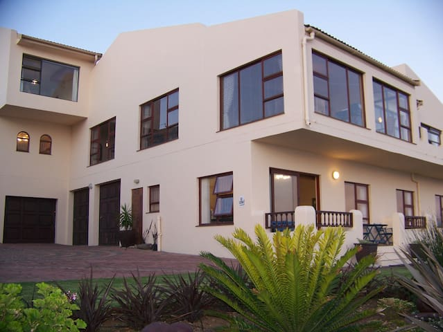 Luxury Self-catering Unit @ Dana Bay GH - Mossel Bay - Flat