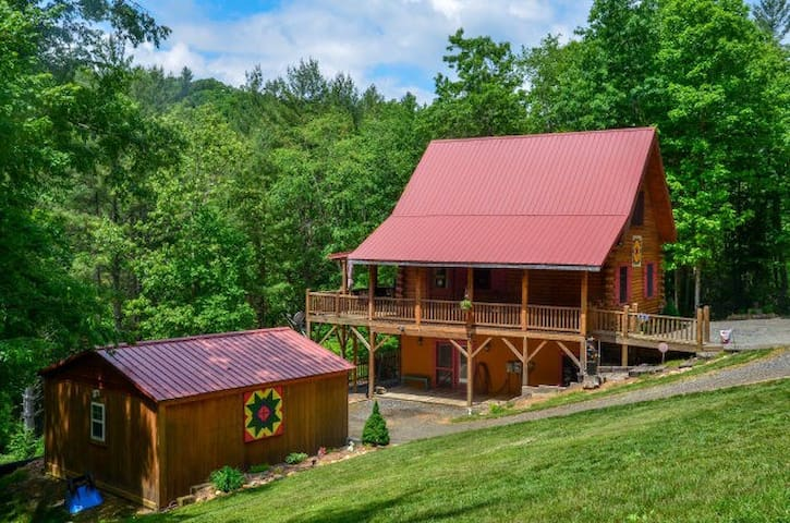 Private NC Mountain Log Cabin - West Jefferson - House