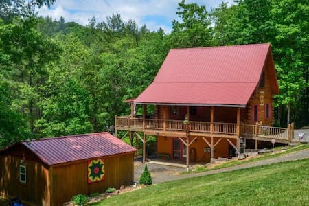 Private NC Mountain Log Cabin - West Jefferson - Ev